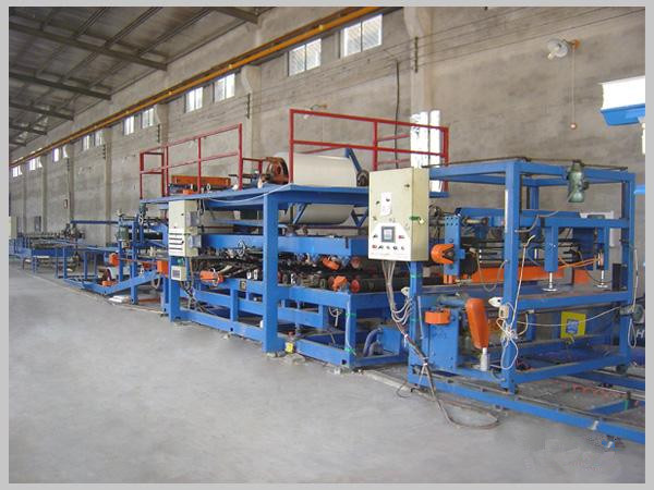 color steel composite plate production line equipment in the production process 1 - color steel composite plate production line equipment in the production process